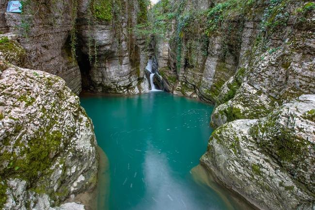 Лагуна у водопада